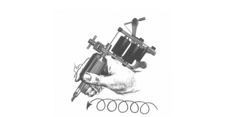 Właściwy sposób trzymania maszynki do tatuażu